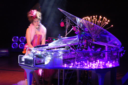 Imogen Heap performing in Dallas, TX